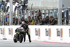 VIDEO: Johann Zarco empuja su moto para llegar a la meta