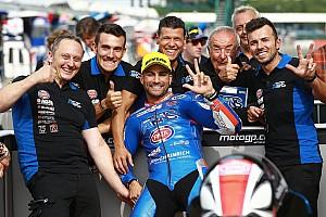 Moto2 Kwalificatieverslag Veteraan Pasini blijft verrassen: pole-hattrick op Silverstone