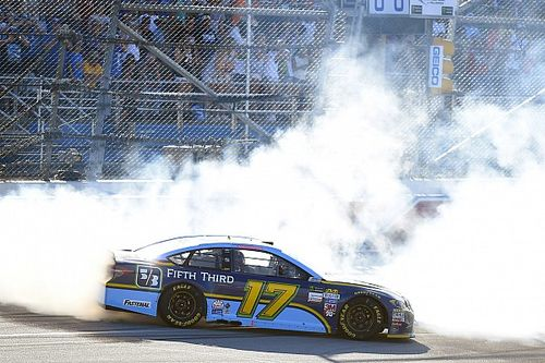 Stenhouse wins first NASCAR Cup race with last-lap pass