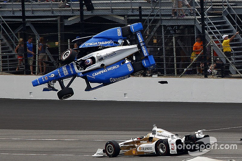 "Castroneves on Dixon shunt: ""They were flying. I duck, close my eyes"""