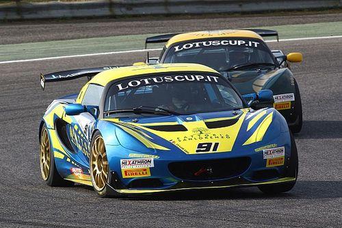 Pegoraro e Pasotti firmano le due pole position Lotus Cup Italia ad Adria