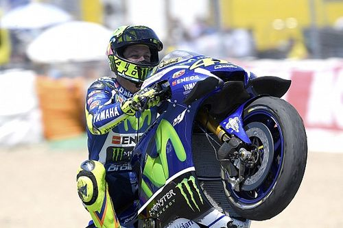 Analysis: How Rossi's silky throttle skill set up Jerez win