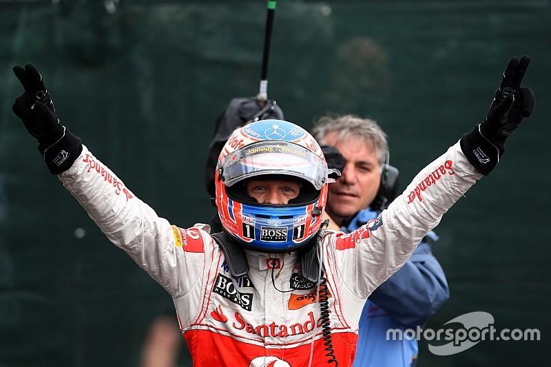 2011 Canadian GP - Jenson Button beats Sebastian Vettel on the last lap