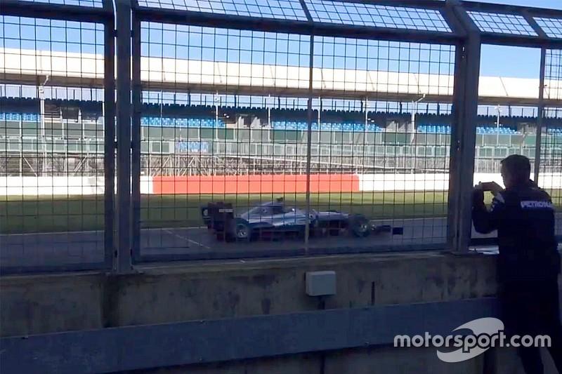 Новая машина Mercedes впервые выехала на трассу