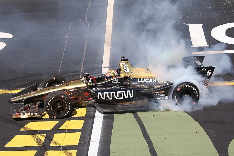 IndyCar Iowa: Hinchcliffe profiteert van blunderende Newgarden