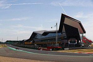 ¿De dónde vienen los nombres de las curvas de Silverstone?