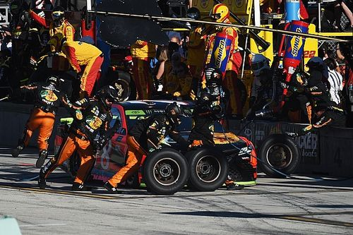 NASCAR to limit crew rosters in 2018