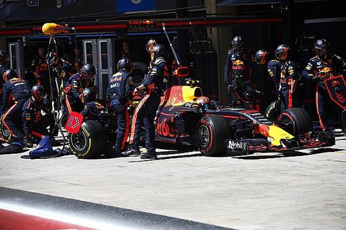 A Red Bull brutálisan gyors kerékcseréje Abu Dhabiból