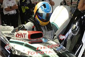 Gallery: Alonso tests Toyota LMP1 car in Bahrain