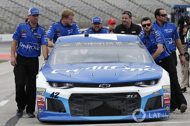 Kyle Larson's car chief ejected at Texas for pre-race tech issues