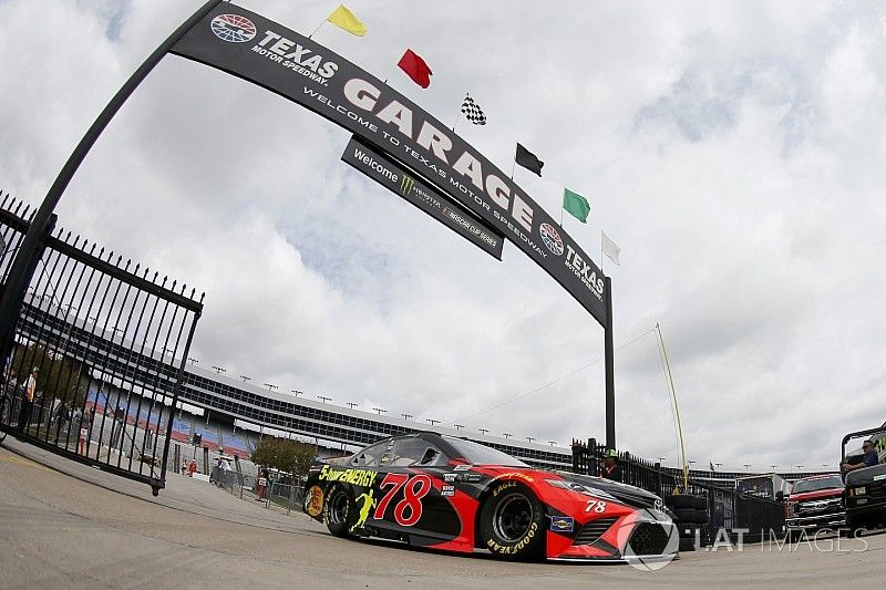 Truex and Larson taken out early due to tire failures