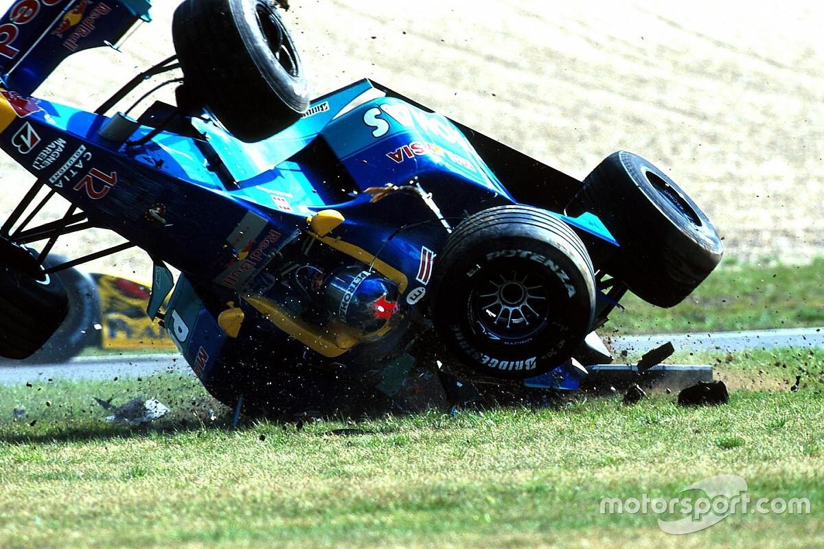 Diniz fejjel lefelé szánkázott végig a füvön az F1-es autójával (videó)