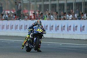 """Rossi asegura Yamaha la está """"pasando mal"""" con la electrónica"""