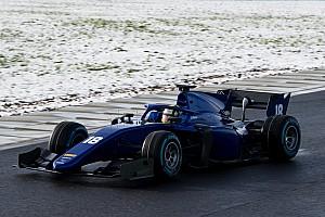 FIA F2 Actualités Photos - La nouvelle F2 en piste avec la neige!