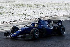 معرض صور: اختبار سيارة الفورمولا 2 الجديدة وسط الثلوج