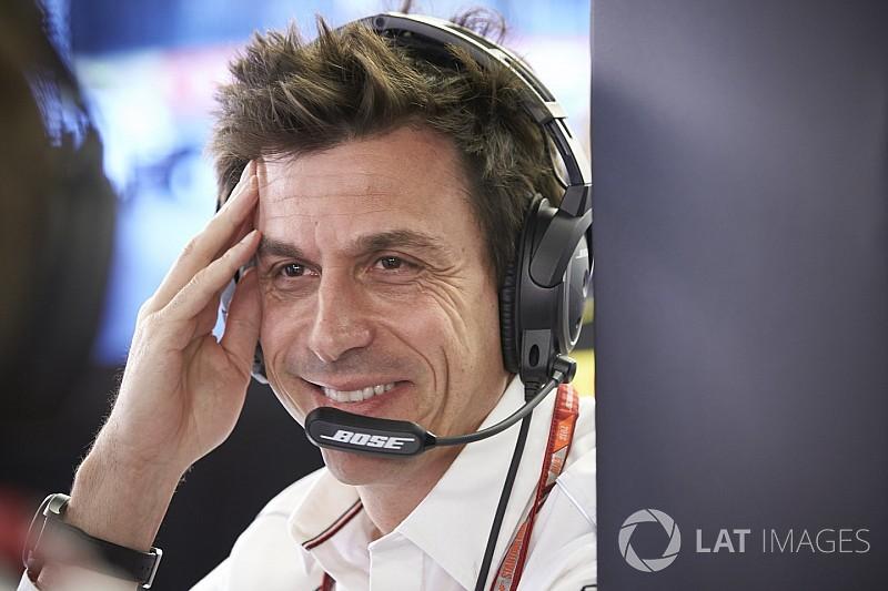 Вольф встал на защиту странной тактики Ferrari