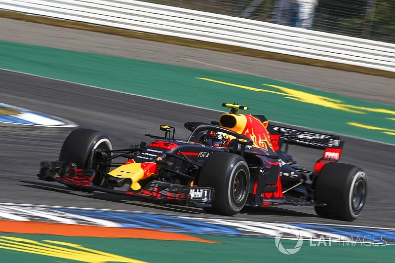Verstappen es el primer piloto que dobla a fondo en la curva 1 de Hockenheim
