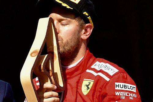 Verstappen nem hiszi el, Vettel a díját csókolgatja, Räikkönen napszemüvegben a dobogón
