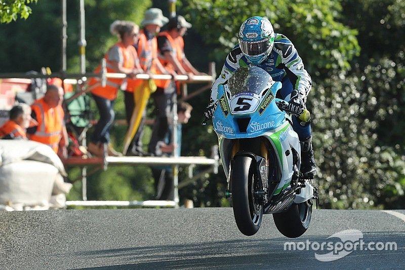 Isle of Man TT: Harrison tops 131mph in Superbike qualifying