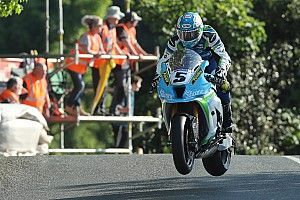 Isle of Man TT: Harrison tops 131mph in Superbike qualifying