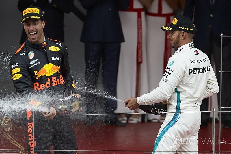 Hamilton: Red Bull enige serieuze optie voor Ricciardo