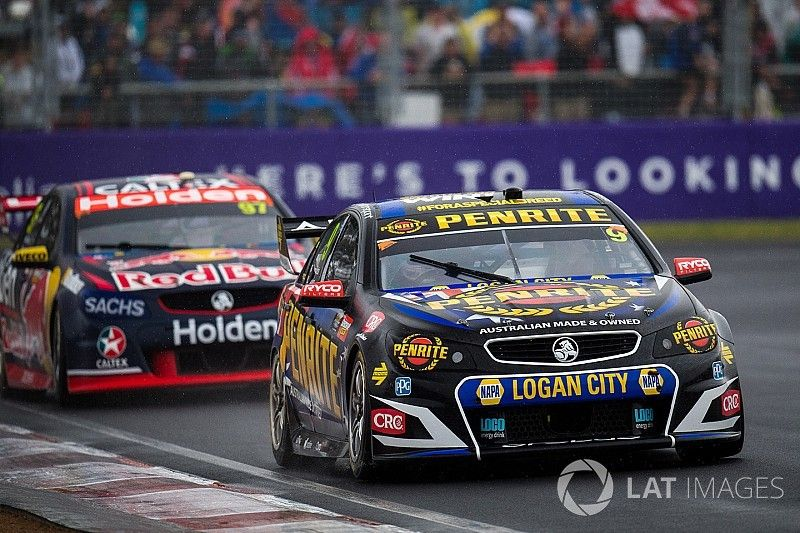 Bathurst 1000: Reynolds/Youlden take chaotic victory