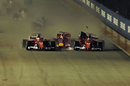 Fotogallery: le Ferrari out al via di Singapore nel crash con Verstappen