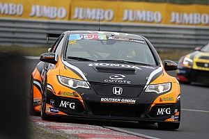 TCR Benelux: Dubbel voor Van Lagen, Coronel crasht hard