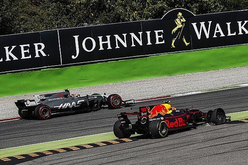 Videón, ahogy Verstappen mindkét Haas-versenyzőnek felhúzza az agyát