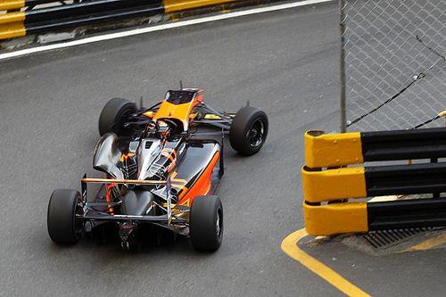Macau GP: Ilott blitzes final practice