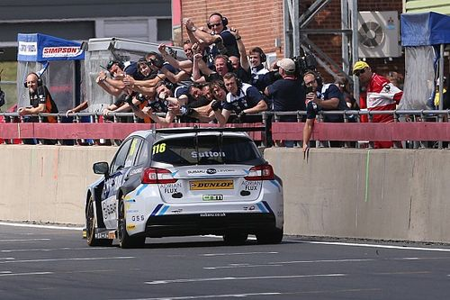 Snetterton BTCC: Sutton doubles up, takes points lead
