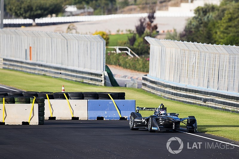 Formula E adds second chicane to Valencia main straight