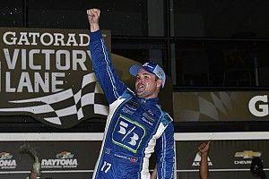 Ricky Stenhouse Jr. trionfa nel caos di Daytona