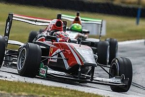 Hampton Downs TRS: Armstrong holds off Piquet for Race 1 win