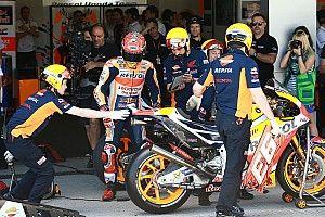 Mekanik MotoGP wajib pakai helm saat warm-up