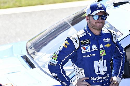 Earnhardt avoids carnage, but leaves Talladega disappointed