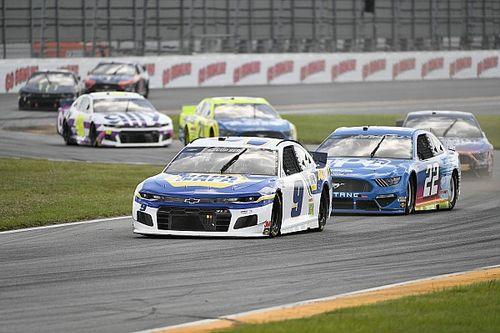 NASCAR: Elliott segura Hamlin no final e vence no misto de Daytona