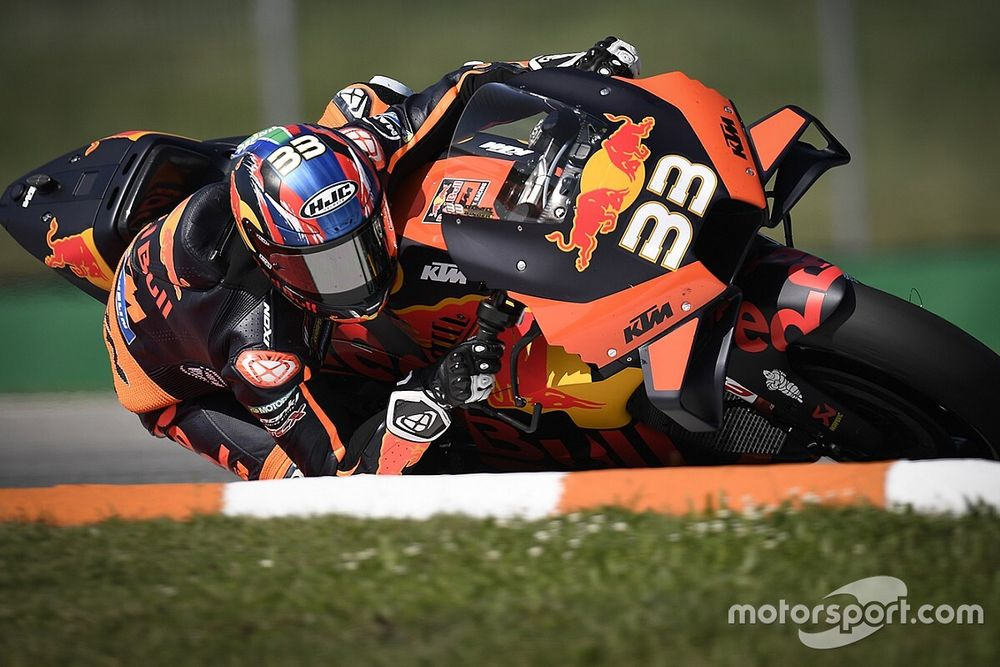 Дебютант MotoGP выиграл свою третью гонку. На мотоцикле, который до этого привез один подиум за два года