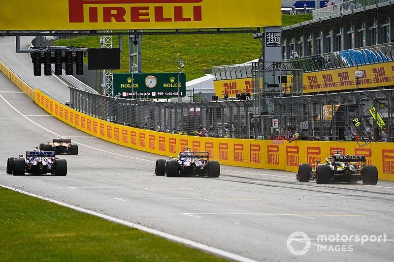 """Ricciardo gefrustreerd: """"Stroll had plek terug moeten geven"""""""
