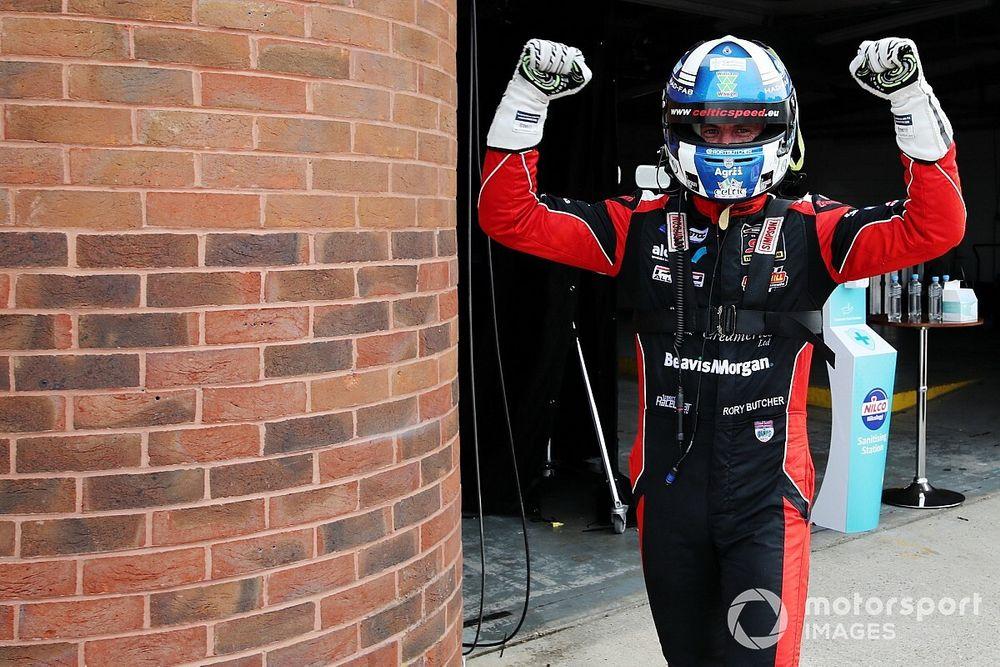 Oulton Park BTCC: Butcher nabs pole from Cook