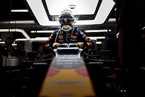 Verstappen lenyomta Hamiltont a Red Bull-Hondával, aminek örül