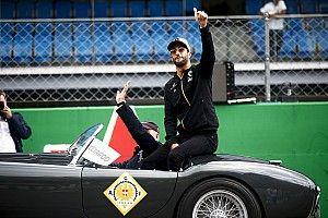 Ricciardo tiszteleg a Renault motorereje előtt