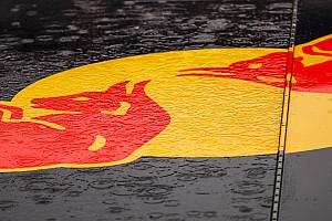 İngiltere'deki F1 takımları, bugün itibariyle fabrikalarını kapattı