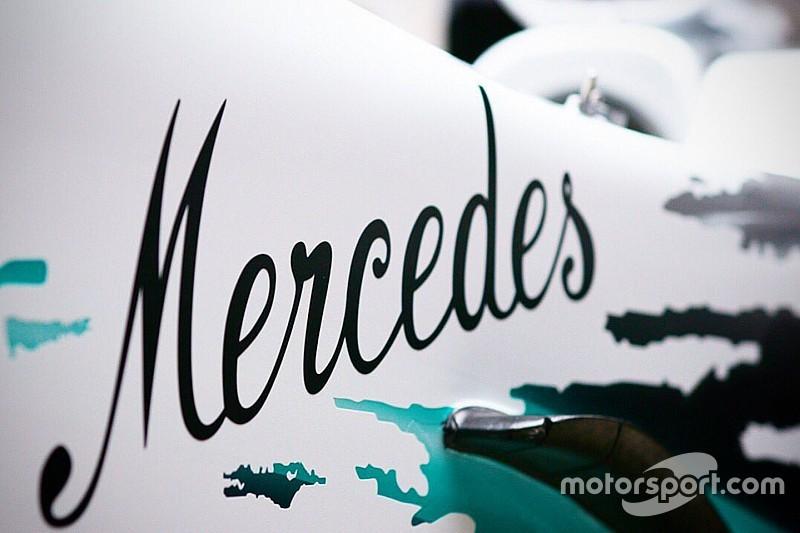 Szép lassan teljesen lehull a lepel a fehér F1-es Mercedesről