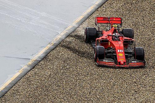 """Sequenza foto: ecco Leclerc ormai """"passeggero"""" della sua Ferrari"""