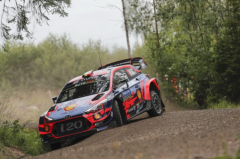 WRC, Rally Finlandia, PS1: fiammata di Neuville. Tanak 2°