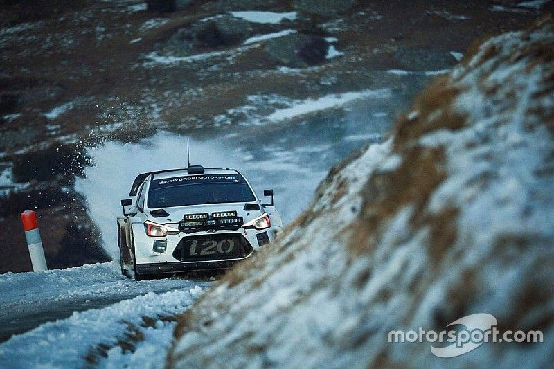 Vídeo: Loeb se sube al Hyundai WRC 48 horas después de acabar el Dakar