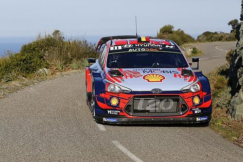 WRC Korsika: Neuville, Tanak'ın lastik patlatmasıyla liderliği ele geçirdi