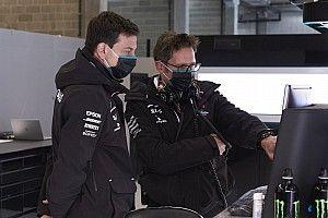 Wolff habló con Horner por supuesto favoritismo en Mercedes