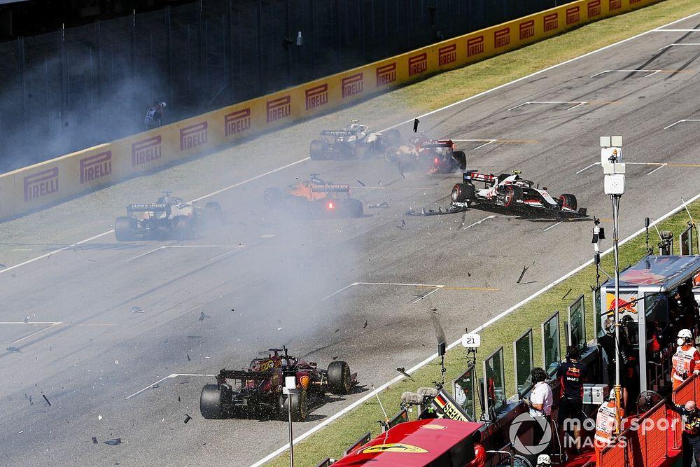 F1: Latifi diz que mudança das luzes do safety car não teria evitado engavetamento